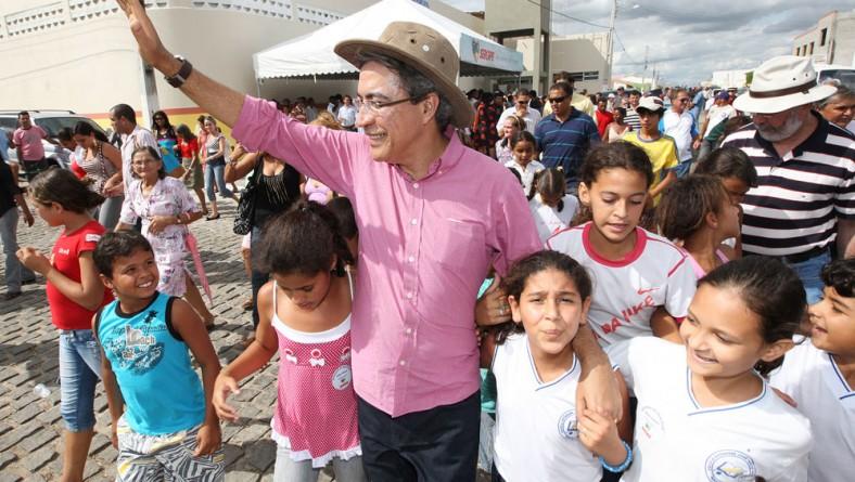 Déda entrega escola José Inácio de Farias em Monte Alegre