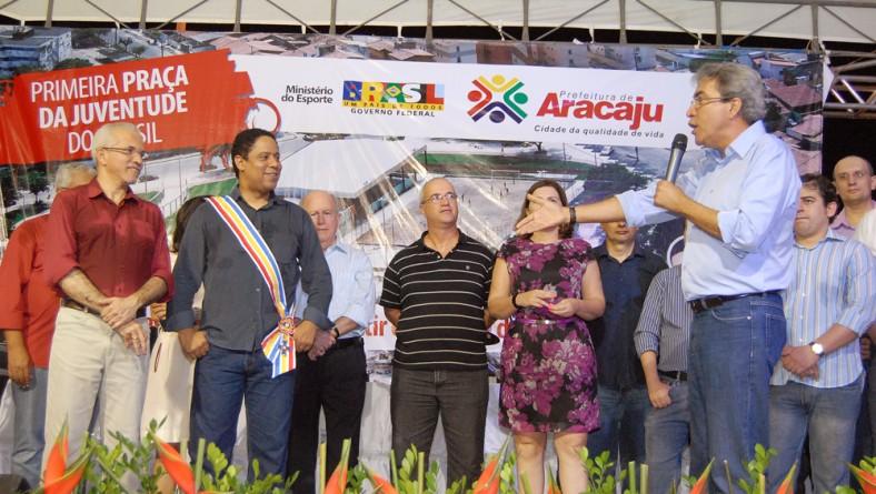 Governador prestigia inauguração da primeira Praça da Juventude do país
