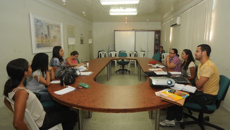 Seides e Fundação Renascer discutem reordenamento de abrigos governamentais
