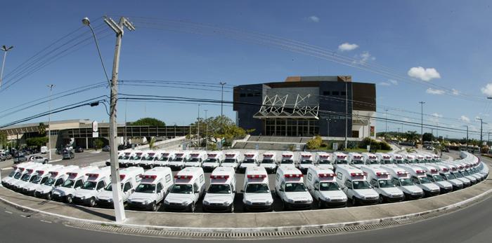 Déda faz ato histórico entregando 145 ambulâncias e anunciando programas e obras nos municípios sergipanos