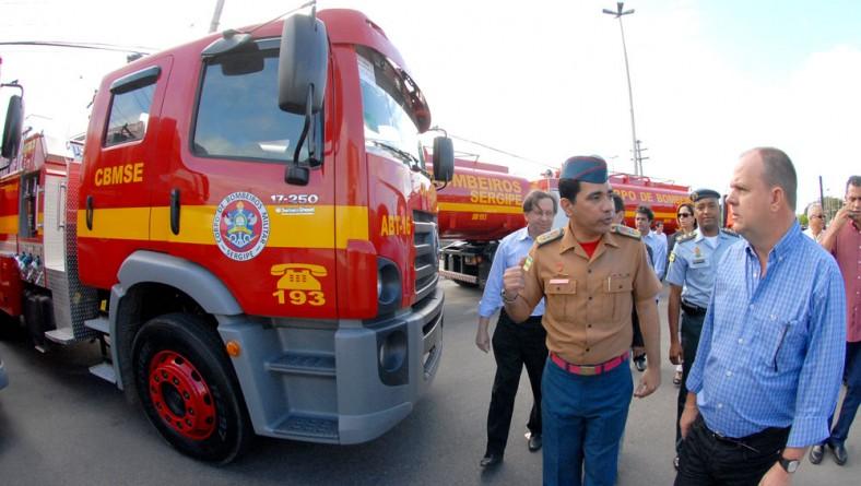 Vice-governador entrega R$ 3,7 milhões em novos veículos para o Corpo de Bombeiros