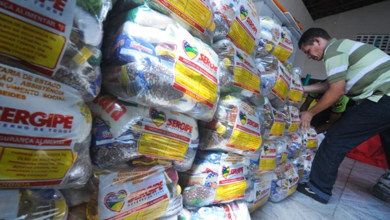 Inclusão entrega cestas de alimentos em Gararu e Porto da Folha