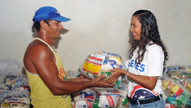 Governo continua entrega de cestas básicas a municípios em emergência
