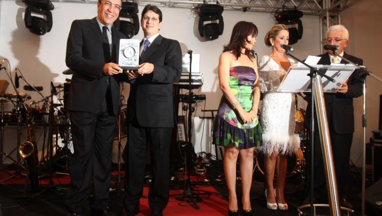 Governador é homenageado durante as comemorações de 40 anos do Jornal da Cidade