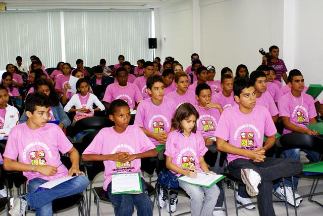Alunos e professores da rede estadual participam do II Encontro Juvenil sobre Prevenção e Saúde nas Escolas