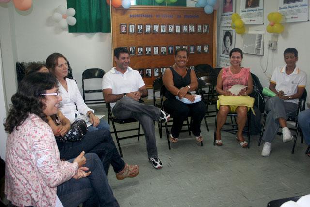 Reunião entre setores das Seed e SES tem combate à dengue como tema
