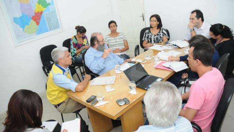 Seides e ANA discutem melhoria do abastecimento de água nas escolas