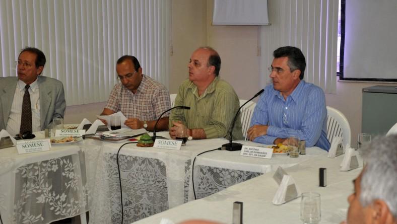 Secretário debate Atenção Oncológica e PCCV na reunião-almoço da Somese