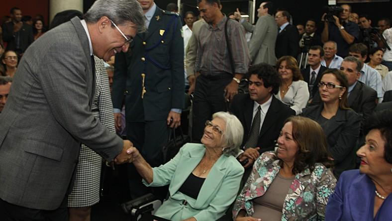 Déda promove transferência de cargo para a deputada Angélica Guimarães