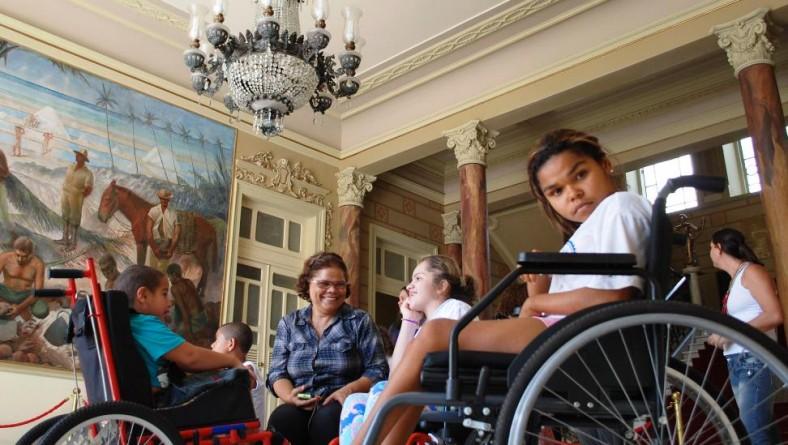 PMOC presta homenagem a jovens especiais