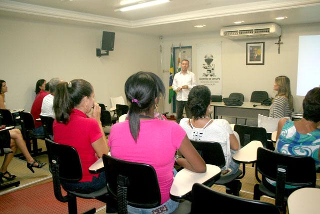 Funcionários da Educação participam de palestra sobre alimentação saudável e controle do colesterol