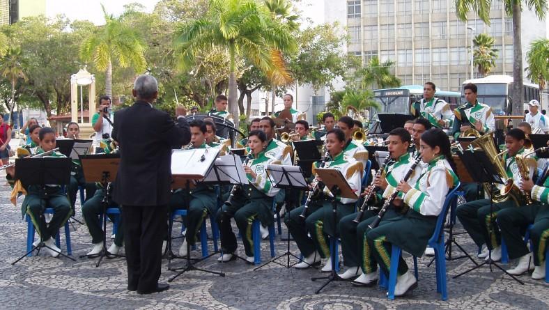 Bandas filarmônicas animam a praça Fausto Cardoso