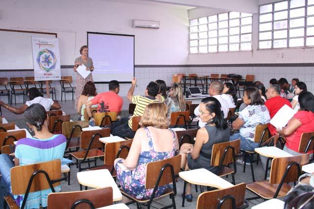 Diretores de escolas participam de reunião sobre o Programa Mais Educação