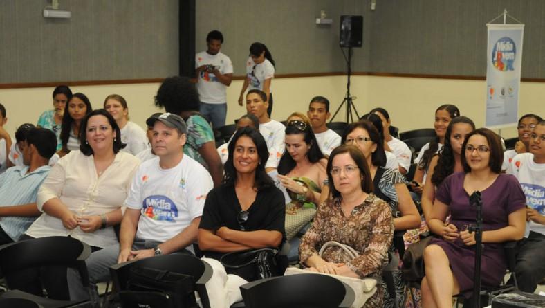 Secretária Eliane Aquino participa de encerramento do projeto Mídia Jovem