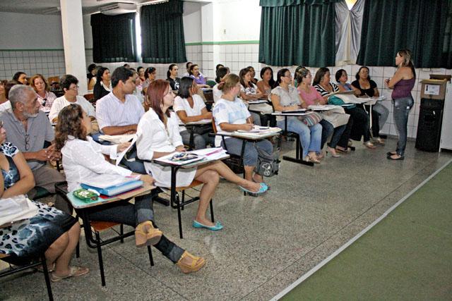 Professores e coordenadores recebem treinamento para aplicação da Prova Brasil