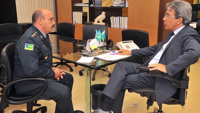 Déda recebe os oficiais superiores da PM e dos Bombeiros que foram promovidos