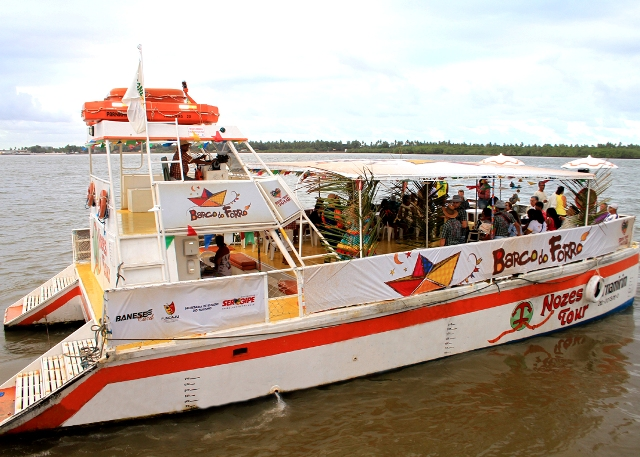 Barco do Forró movimenta verão 2012