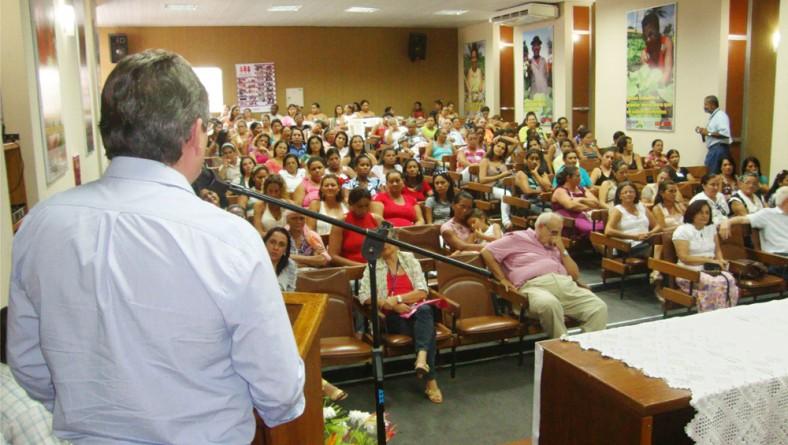 Artesãs entregam Plano de Apoio ao Artesanato ao Governo do Estado