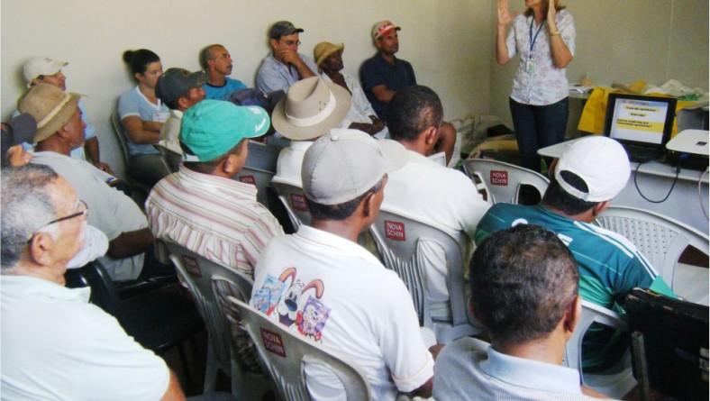 Emdagro realiza palestra destinada a técnicos da Codevasf e agricultores familiares sobre agrotóxico