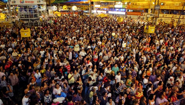 Governador em exercício prestigia noite de festa no Forró Caju e o maior público do Forró Siri