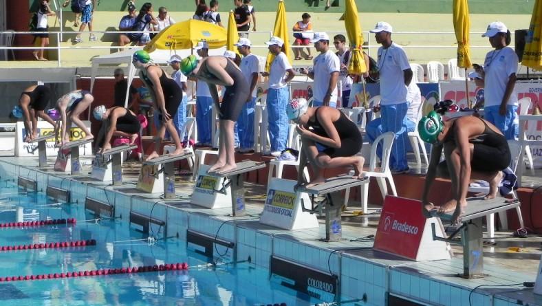 Campeonato Brasileiro de Natação reúne quase 500 nadadores
