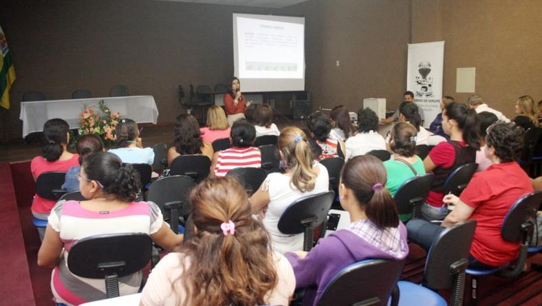 Merendeiras da rede estadual participam de treinamento