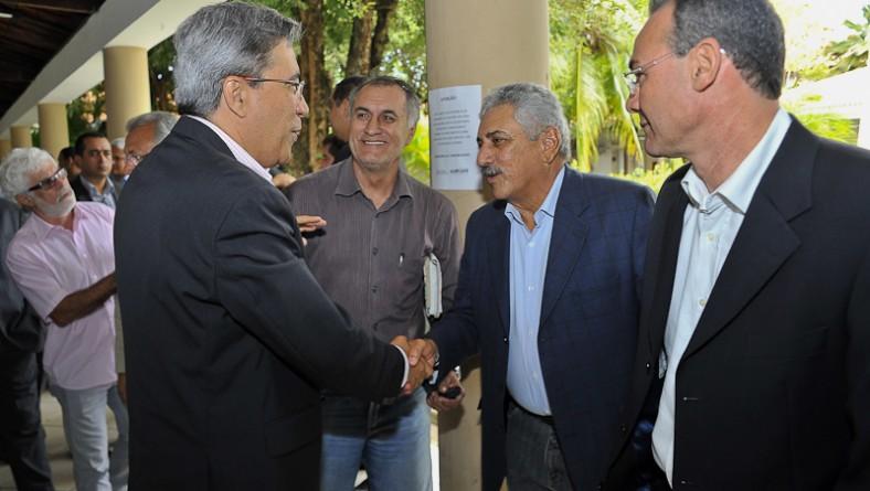 Governador empossa José Lauro Seixas como novo secretário do Trabalho