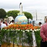 Jackson Barreto participa de procissão em Moita Bonita -