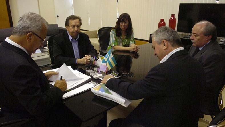 Governador em exercício encaminha Projeto de Lei do Orçamento 2013 para a Assembleia