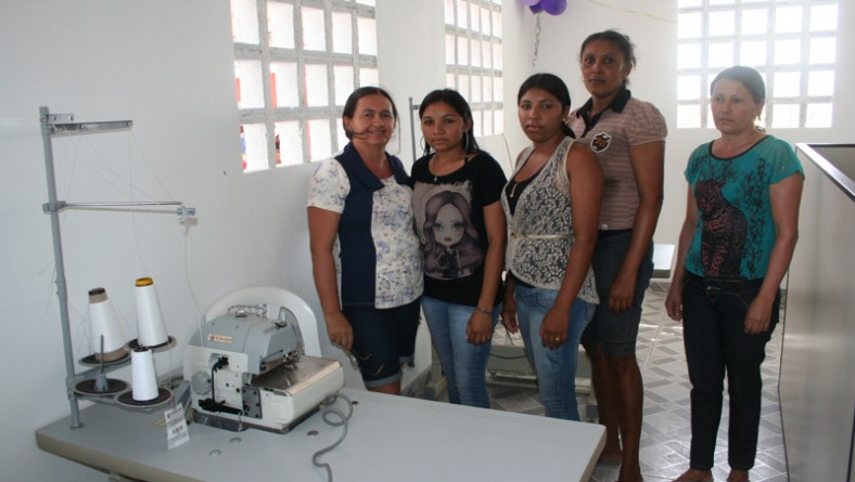 Comunidade de Poço Redondo festeja mini-indústria de confecções