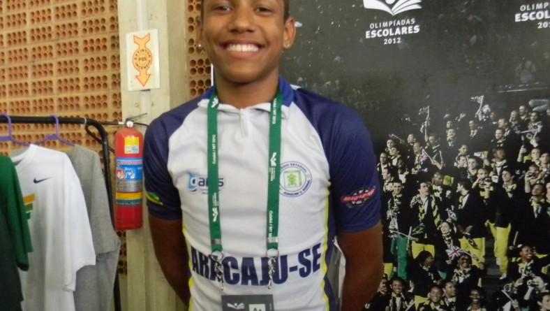 Ciclista de escola da rede estadual de ensino recebe premiação do Comitê Olímpico Brasileiro