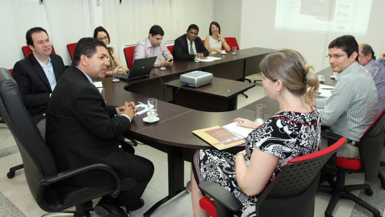 Secretário recebe visita da vice-cônsul dos Estados Unidos