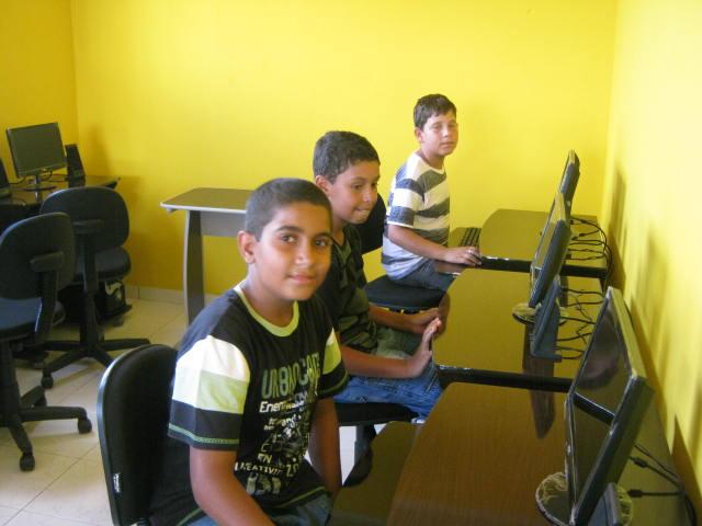 Pronese faz entrega do núcleo de inclusão digital em Glória