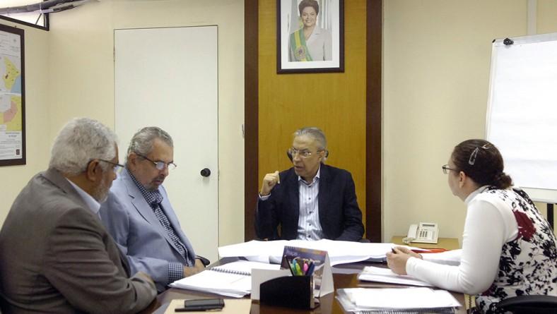 Déda discute investimentos de R$ 300 milhões em abastecimento de água e em saneamento básico na capital