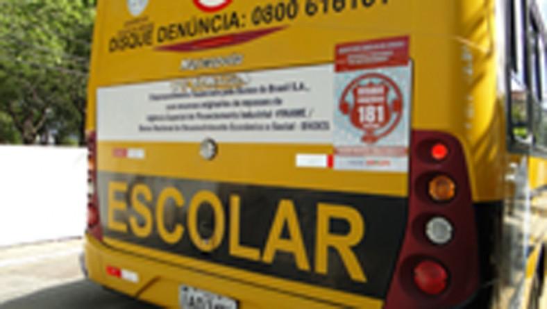 Governo inicia colocação de publicidade do 181 em táxis e ônibus