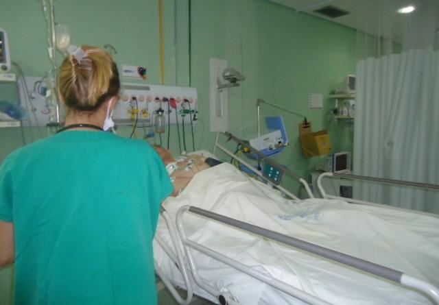 Fisioterapeutas na UTI do Huse auxiliam na recuperação dos pacientes