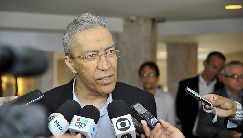 Governador Marcelo Déda apresenta quadro febril e é transferido para UTI