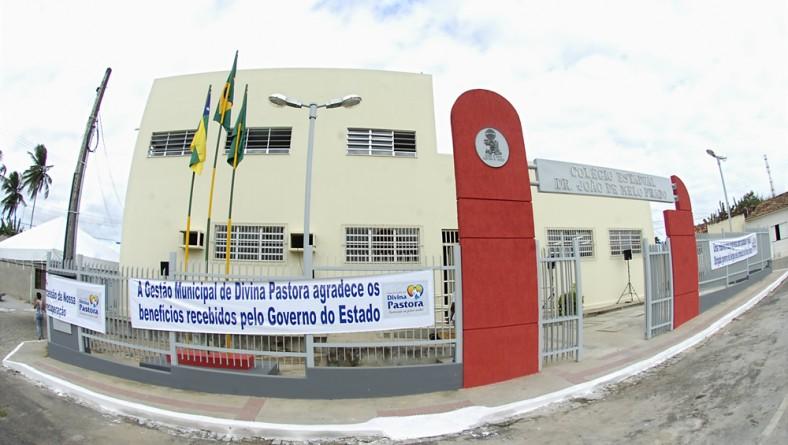 Jackson entrega escola estadual reformada para população de Divina Pastora