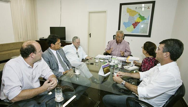 Jackson recebe parlamentares para discutir retirada de conta da PMA do Banese