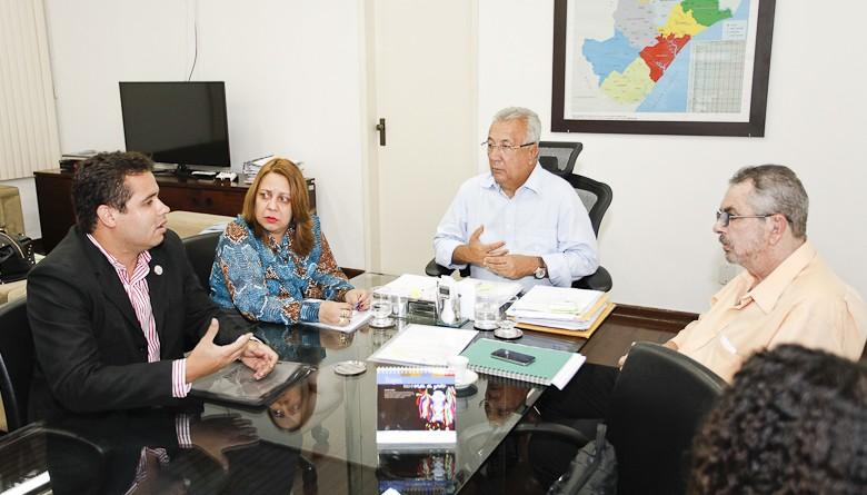 Jackson viabiliza ajuda do Governo do Estado à APAE