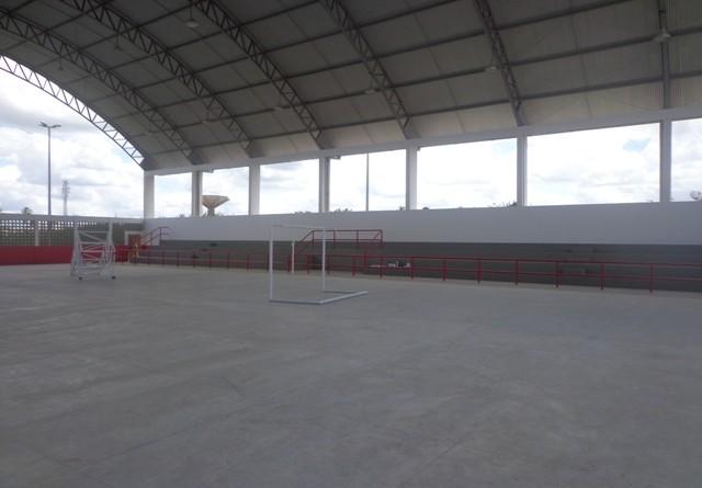 Governo constrói quadra esportiva em N. Sra. de Lourdes