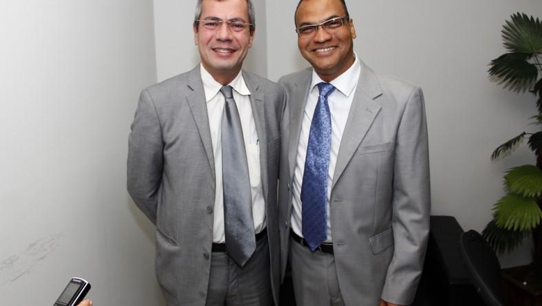 Carlos Cauê recebe título de cidadão aracajuano