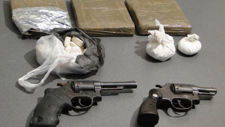 Denarc e Gati apreendem 3,5 kg de cocaína e duas armas de fogo em Aracaju